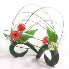 photo gallery > Ikebana by Junko.  Lots of pictures of Junko's Ikebana arrangements.