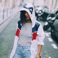 Sneakers outfit - Fila jacket (©rosapelsblog)