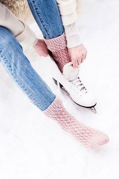 Verkkopintaiset villasukat – ota ohje talteen! - Kotiliesi.fi Crochet Socks, Crocheting, Slippers, Knitting, Sneakers, Winter, Shoes, Fashion, Crochet