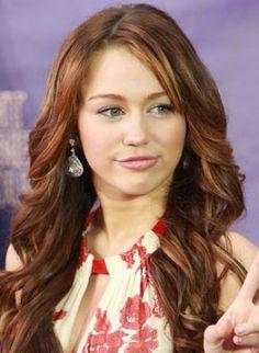 Saç stilistleri saçlarınızı Miley Cyrus'un saçları gibi renklendirmeye karar vermeden önce, onun saç stili anlamanın çok önemli olduğunu belirtiyor. Kızıl kahve rengi saçlara bal rengi röfle uygulanmış. Bu uygulama sarışın ya da kumral kadınların gözlerini daha çok ortaya çıkarıyor. Eğer saçlarınız dalgalıysa çok daha iyi. Ancak bu rengi evinizde elde etmeye çalışmayın. Bu şekilde renklendirilen saçlarınızı yıkadıktan sonra büyük yuvarlak bir fırça ile tarayıp dalgalandırarak kullanın.
