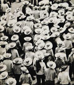 Tina Modotti - Marcha de campesinos rumbo al Zócalo (Peasants march toward the Zocalo), México, 1926
