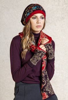 Geometric floral pattern pullwarmers that will keep your wrists warm in a playful and stylish manner.