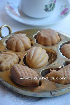 Diah Didi's Kitchen: Kue Cubit...Pakai Cetakan Jadul Kuningan..Hasilnya..Mulusss..^^