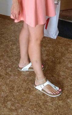 Birkenstock Sandals Outfit, Birkenstocks, Teen Feet, Women's Feet, Sexy Legs, Clogs, Jewlery, Flip Flops, Slippers