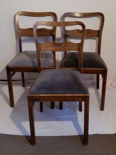 3x Stuhl Polsterstuhl Buche alt antik shabby  Verkaufe 3 alte Stühle mit hohen Lehnen und schönen Verzierungen, Alter unbekannt. Ich kann nicht sagen, ob die Stühle aus der Zeit vor oder nach 1945 sind.  Ich gehe davon aus, dass die Stühle aus Buchenholz gefertigt sind.  Sie Stühle waren jahrzehntelang in Gebrauch und haben entsprechende Nutzungsspuren. Die Polster sind erneuert worden vor nicht allzu langer Zeit und daher noch gut. Allerdings hat ein Bezug eine andere Farbe als die anderen…