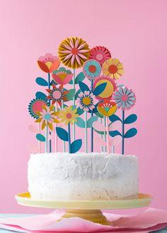 DIY floral cake topper Fondant Flowers, Paper Flowers, Diy Flowers, Bolo Picnic, Bolo Diy, Brushstroke Cake, Bolos Naked Cake, Flower Cake Toppers, Flower Cakes