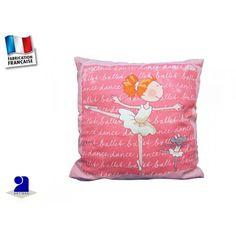 Coussin rose décoré d'une danseuse. Coussin en coton déhoussable par zip . Coussin enfant: en coton Déhoussable et lavable, très pratique!