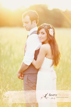 © Simply Bloom sunlight sunflare wedding couple photo romantic sunset