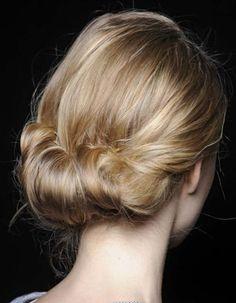 Chignon de mariée pour cheveux mi-longs