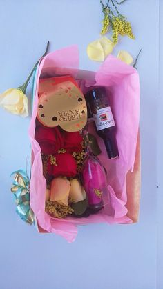 Conquista a la persona que amas ♥️ . Encuentra los mejores regalos 🎁🎉 en nuestra página web 👇👇👇👇👇 www.desayunosysorpresasvip.com  #anchetas #regalos #amor #desayunos #sorpresa #peluche #flores 🌸🌻🌼 #desayunosorpresas #tequieromucho #teamo #chocolate #juntos 💏 #love #gifts #surprise #together #feeling #balloon🎈 #bubble #bear #loveyou #happyday #roses #flowers #decoration #photo #photographer #art #artis #breakfast #cumpleaños #hbd Valentine Box, Valentine's Day Diy, Happy Day, Balloons, Bubbles, Chocolate, Rose, Box, Party