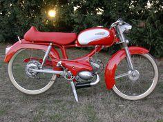 Scooters and Supplies 50cc Moped, Scooter Motorcycle, Vintage Bikes, Vintage Motorcycles, Peugeot Bike, Peugeot France, Motor Scooters, Old Bikes, Sidecar