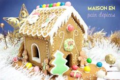 Gingerbread house: tutorial and recipe! Christmas Tree Food, Christmas Gingerbread House, Christmas Desserts, Christmas Traditions, Gingerbread Cookies, Xmas, Biscuits Croustillants, Roasted Chestnuts, French Pastries