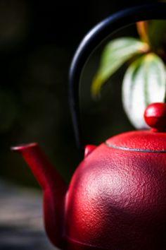 #RED #Teapot | (Source: Flickr / derkomai, via thelittlecorner)