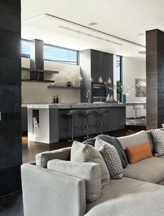 NEW HOME TRENDS New Zealand Vol 30/07  Modern Family Homes, Holiday Homes, Design & Build, Show Homes, Sustainable Living, Residential Development, Products & Services, Rural Interpretations.