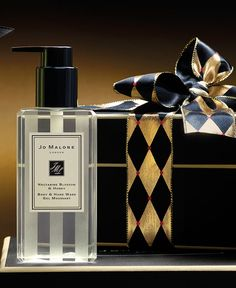 Jo Malone London | Theatre of Christmas | Nectarine Blossom & Honey Body & Hand Wash