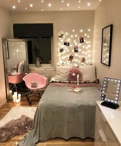 Decoration Ideas To Personalize Your Dorm Room With So explore the wonderful world of beautiful dorm room decorations and find IT . So explore the wonderful world of beautiful dorm room decorations and find IT . Cute Bedroom Ideas, Cute Room Decor, Girl Bedroom Designs, Room Ideas Bedroom, Small Room Bedroom, Baby Decor, Diy Bedroom, Bedroom Inspo, Bedroom Decor For Teen Girls Dream Rooms