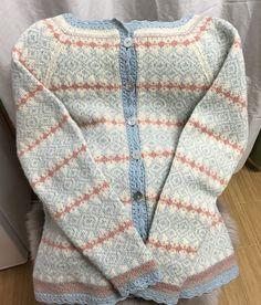 Vårt mønster av Monika Mortensen - Lilly is Love Nordic Pullover, Nordic Sweater, Men Sweater, Knitting Projects, Knitting Patterns, Sewing Patterns, Crochet Patterns, Drops Design, Crochet Stitch