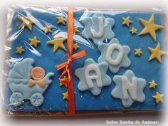 Galletas decoradas con fondant para tarta de pañales