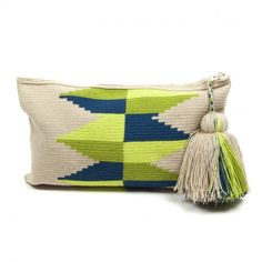 Wayuu Clutch Models,, Knitting bag models today very beautiful models . Crochet Clutch, Crochet Handbags, Crochet Purses, Knit Crochet, Crotchet Bags, Knitted Bags, Mochila Crochet, Tapestry Crochet Patterns, Crochet Butterfly