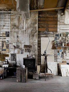 zelf hou ik erg van hout in huis en al hellemaal als het er een beetje verouderd uit ziet!! helemaal te gek