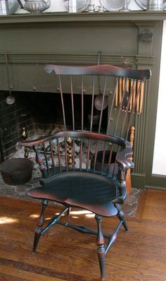 Ideas For House Styles Colonial Windsor Chairs Colonial Chair, Colonial Furniture, Primitive Furniture, Antique Furniture, Prim Decor, Country Decor, Chinoiserie, Primitive Living Room, Primitive Country