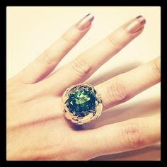 A Ming creation - Green Peridot 10 cts. in Italian 18k green-gold