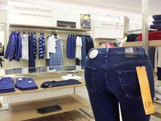 Giovane e Fresca, la collezione Trussardi Jeans per la Primavera Estate 2015 #trussardijeans #pantalone #top #denim #pelle #patchwork #pizzo #felpa #jeans #gonne #musthave #fashion #weloveit #soglamourous #shopping #moda #brescia #PE15 #springtime #negozioabbigliamento #modabrescia #adrianpam www.adrianpam.it