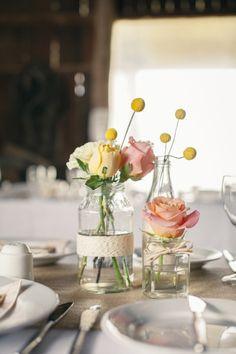Smuk bordpynt med gamle glas