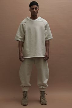 In an unprecedented move, Kanye West staged his Yeezy Season 3 show at Madison Square Garden. Looks from the new collection were unveiled in the midst of a… Yeezy Fashion, Mens Fashion, Kanye West, Fashion Week, Fashion Show, Yeezy Collection, Yeezy Season 3, Estilo Hipster, Madison Square Garden