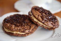 Mørke sjokoladecookies med peanøttfyll