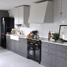 Home Decor Inspiration, Style Inspiration, Kitchen Island, Kitchen Cabinets, Scandinavian Style, Kitchens, Restaining Kitchen Cabinets, Kitchen Base Cabinets, Kitchen