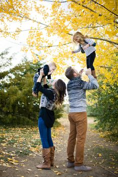 Cute family session ideas // Photo by Angie Wilson Photography