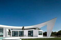 Colunata House designed by Portuguese architectural studio Mario Martins
