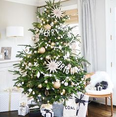Can't get enough of this #christmastree from @livingwithlandyn using a #merryandbright #treegarland and a couple strands of my multi circle garlands! She sure knows how to make it all magazine worthy!! If you haven't already go check out her blog to make your home look magazine worthy too ;) #holidaydecor #holiday #tree #christmas #stripestosparkle