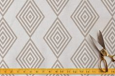the picket fence projects: Fabric finds