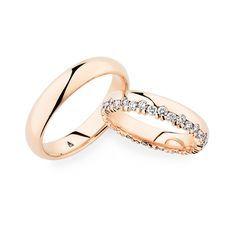 Die versetzt angeordneten Diamanten & die Fassung machen das Trauringpaar zu etwas Besonderem. Entdecken Sie die wundervollen Christian Bauer Trauringe!