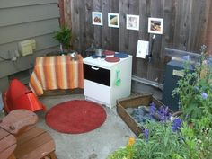 homemade outdoor play kitchen  (from apartmenttherapy.com)