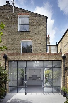 Afbeeldingsresultaat voor contemporary london flat roof extension with crittall windows Orangerie Extension, Extension Veranda, House Extension Design, Extension Designs, Glass Extension, Roof Extension, Extension Ideas, Kitchen Extension To Garden, Crittall Extension