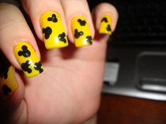 Black&Yellow Mickey Mouse Nails, for my next Orlando trip!