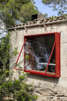 Solar Powered 12 Volt Retreat in Rural Mallorca by Mariana de Delás. Mobile Charging Station, Traditional Sheds, Mobile Living, Interior Windows, Windows And Doors, Architecture Details, Shelter, House Styles, Gallery