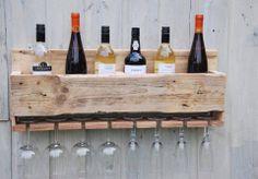 Handig wijnrek voor bij je buiten keuken.