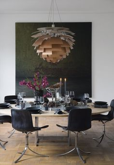 Amazing dining room with danish design classics by Poul Kjaerholm and Georg Jensen. The sculptural PH Artichoke Lamp from Louis Poulsen hangs over the dining table like a work of art. Dining Room Inspiration, Interior Design Inspiration, Ph Lamp, Interior Styling, Interior Decorating, Rooms Ideas, Dining Room Lighting, Of Wallpaper, Dining Room Design
