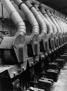 NOUVELLE OBJECTIVITÉ - Albert Renger-Patzsch - Heating system in a factory
