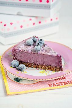 Tort afine rawcoco Raw Vegan Desserts, Raw Vegan Recipes, Cooking Recipes, Healthy Recipes, Vegan Raw, Healthy Food, Tasty, Yummy Food, Frozen Desserts
