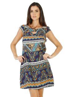 Irreverente e moderno, o vestido em tecido plano vem com o shape mais soltinho e decote frontal vazado. Na parte posterior possui pequeno recorte como detalhe e mangas curtas que proporcionam charme e feminilidade R$39,95