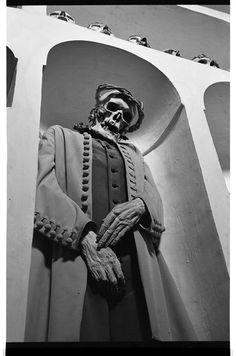 empire de la mort, underground crypt photography [czech republic] - dr paul koudounaris
