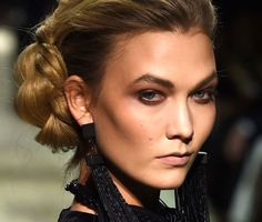 How to get the smoky makeup seen on last night's runway at Tom Ford.