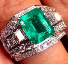 #Ring #White #Gold #Emerald #Diamond