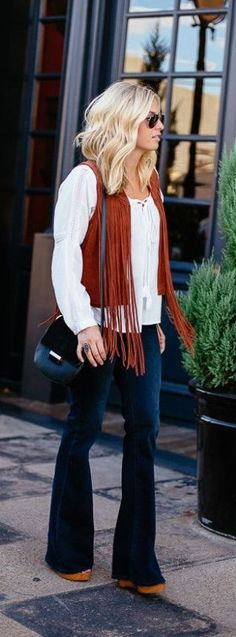 Take the town in a killer fringe vest! Layer it over your favorite peasant top with a pair of flared jeans and wedges - a match made in heaven! Where would you wear this look? Fall Winter Outfits, Autumn Winter Fashion, Summer Outfits, Vest Outfits, Cute Outfits, Cowgirl Outfits, Jeans And Wedges, Fringe Vest, Ootd