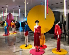 """SAKS FIFTH AVENUE, Westheimer Road, Houston, Texas, USA, """"Listen... All contestants... Be sure you put your feet on the right spot, then stand firm"""", photo by John Dunwoody, pinned by Ton van der Veer"""
